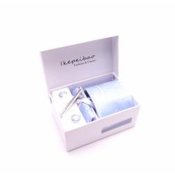 MCM ajándék készlet, nyakkendő, zsebkendő, mandzsetta gomb és nyakkendőtű - világoskék